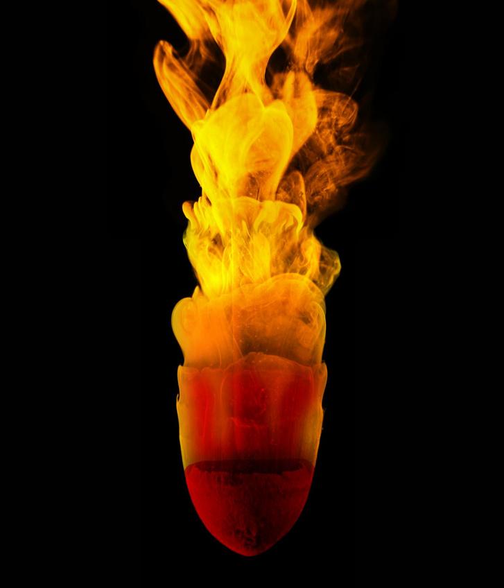 A kísérletben használt, a víz hatására kúp alakúvá formálódó agyaggolyó