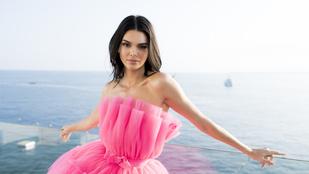 Kendall Jenner cicit villant, miközben gimis éveit eleveníti fel