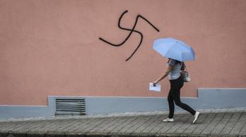 Elkapták a tapolcai horogkereszt-graffitizőket