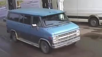 Két turista és egy ismeretlen ember holttestét találták meg egy út mellett Kanadában