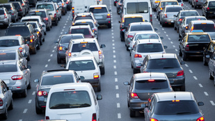Hétvégi óriásdugó: Ki tehet a kilométeres kocsisorokról?