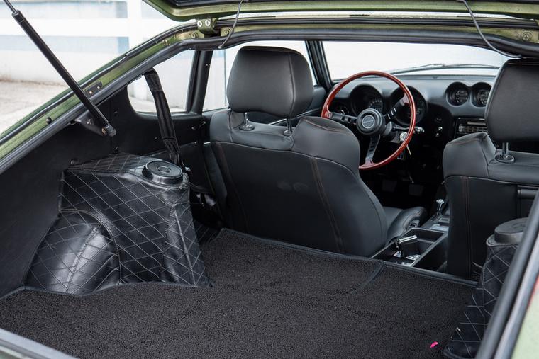 Használható méretű csomagtér egy használható autóban