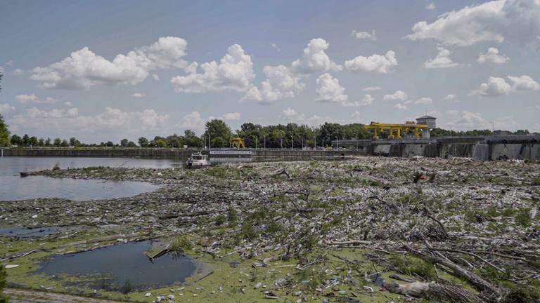 Négy országból találtak szemetet a tiszai rekordhulladékban