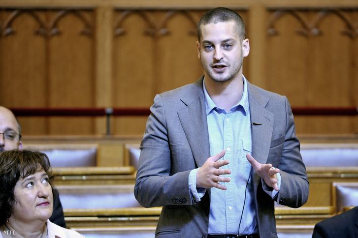 Ungár Péter LMP-s képviselő felszólal napirend előtt az Országgyűlés plenáris ülésén.