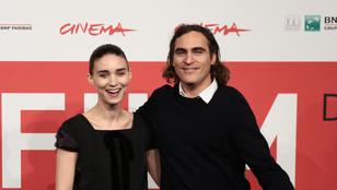 Joaquin Phoenix eljegyezte Rooney Marát