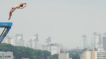 Káprázatos ugrással lett világbajnok az óriás-toronyugrás legendája