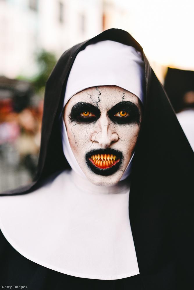 Meglehetősen rémisztőre sikerült ez a Valak, vagyis apáca jelmez