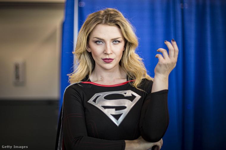 Supergirl is tiszteletét tette az eseményen