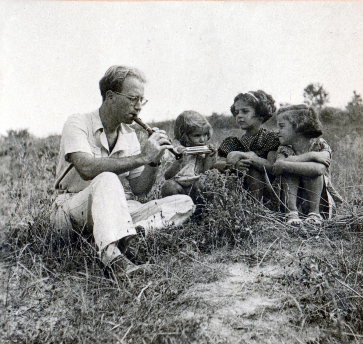 """Preisich Gábor második lányával, az 1940-ben született Katival, egy nyaraló kislánnyal és Preisich AnikóvalA család több éven keresztül nyarait Visegrádon töltötte, a Malomvölgy elején lévő villában, ahol Rut gyerekek nyaraltatását is vállalta. """"Gabi megtanult egy kis furulyán szerény dalocskákat eljátszani, valamennyien körébe gyűltek és énekelgették a kis Kodály-Bartók gyűjtésű dalokat a furulyaszóra."""""""