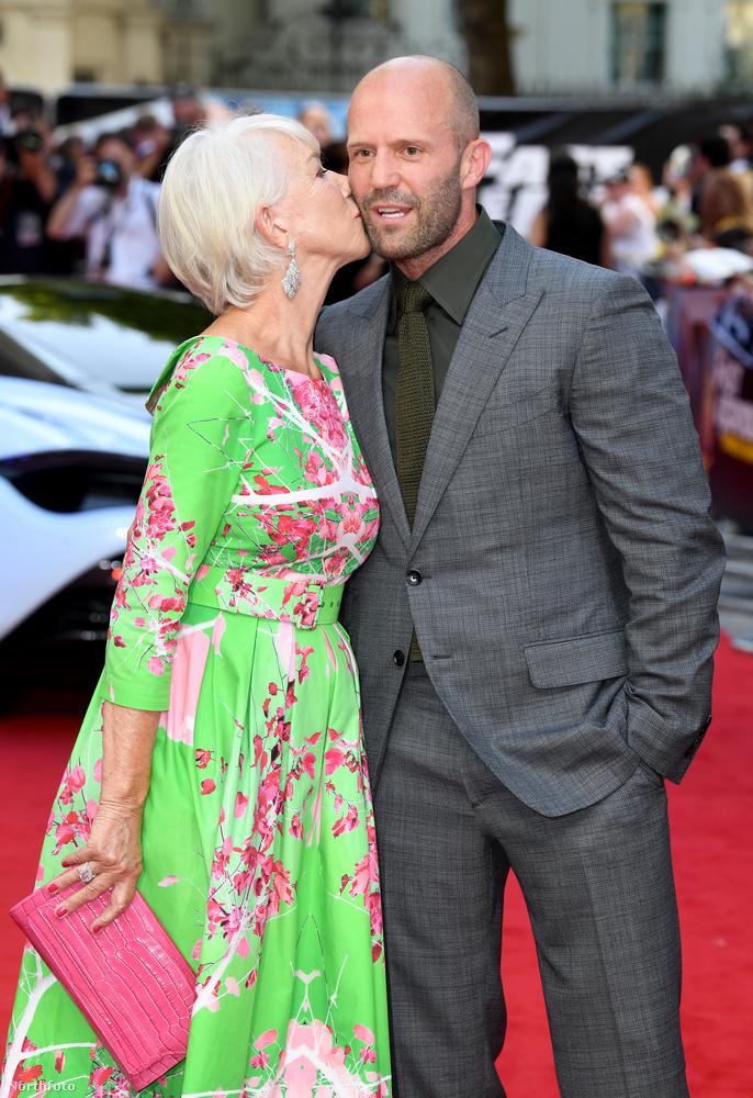 A színésznő még egy puszit is nyomott a férfi arcára, ...