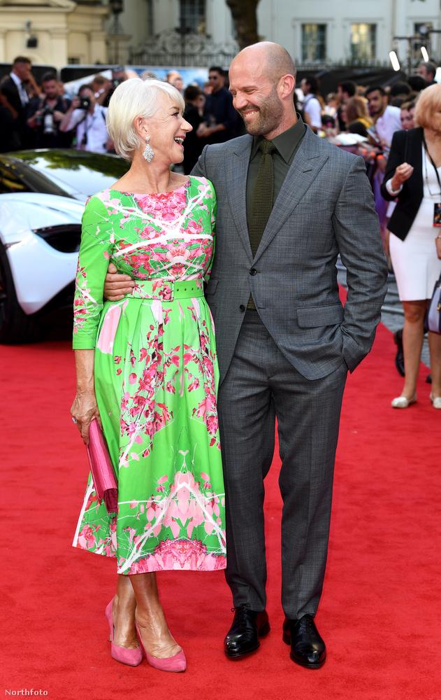 A felvonulás végére még Jason Statham is jó kedvre derült, de ez csakis Helen Mirrennek köszönhető, akinek sikerült felvidítania őt.