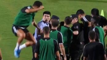 C. Ronaldo poénból ráugrott a túlerőben intézkedő kínai rendőrre