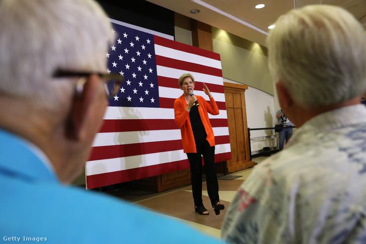 Elizabeth Warren beszél egy iowai kampány rendezvényen 2019. július 18-án