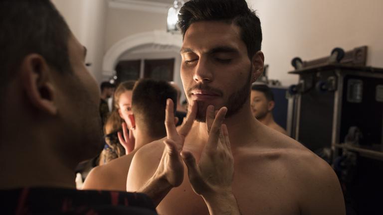 Duzzadó péniszekkel tennék maszkulinná a férfikozmetikumokat