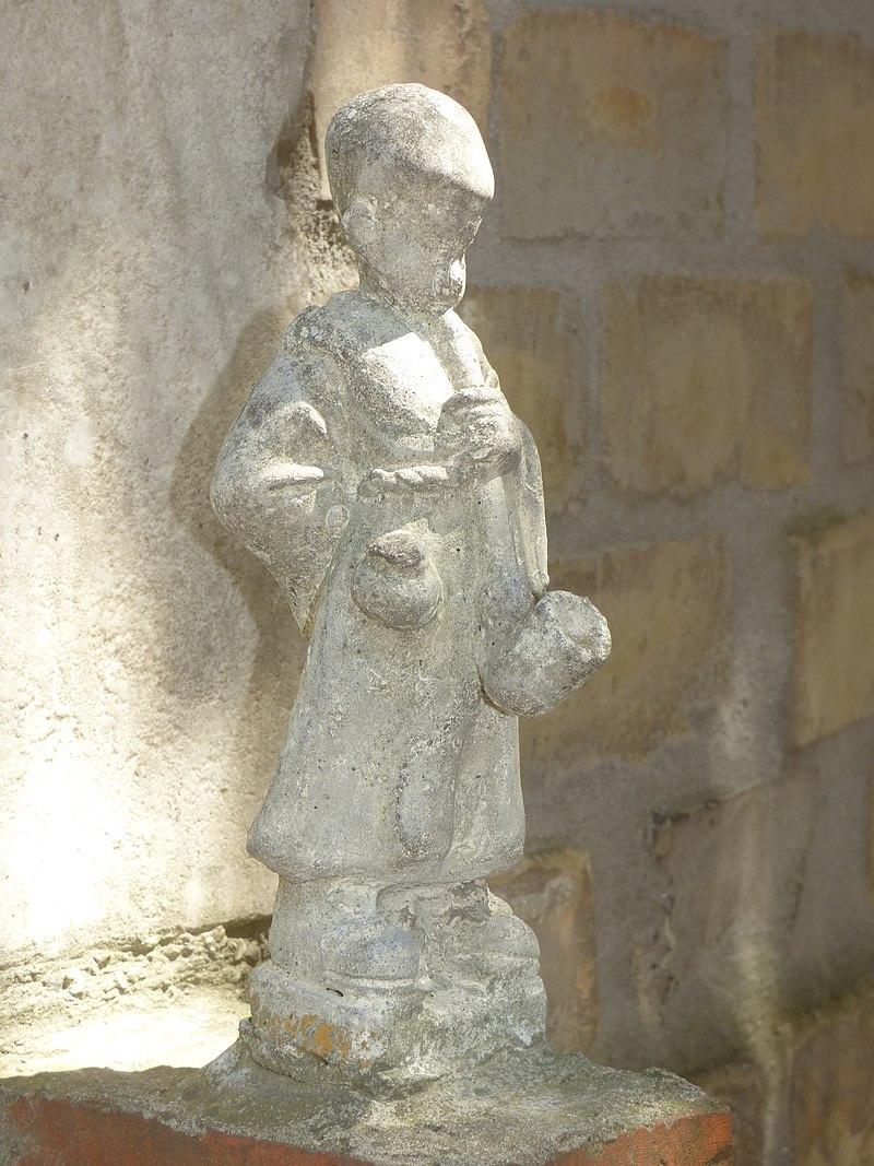 Pipás Pista szobra a Bory-várban.