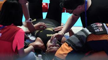 Elájult, oxigénmaszkot kapott a vb-döntő után a hétszeres világbajnok úszó