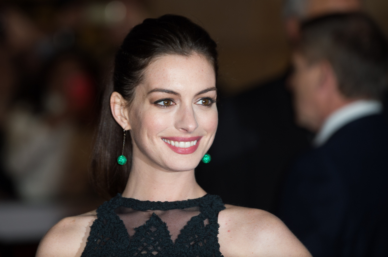 anne-hathaway-terhes-babapocak-cover