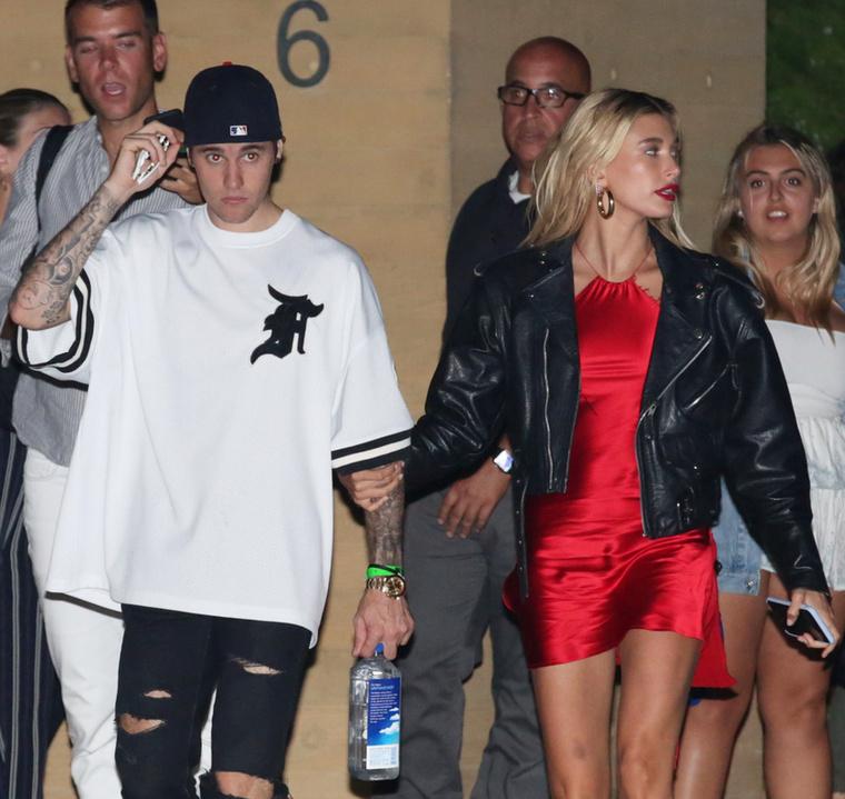 A Bieber házaspár a minap a Nobuban vacsoráztak, ahonnan távozva Hailey Baldwin popsit villantott