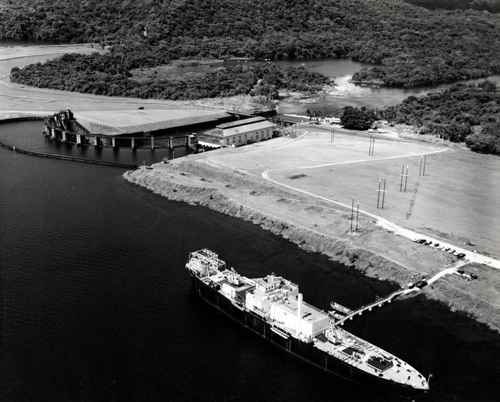 A Sturgis úszó atomreaktor Panamában horgonyzik
