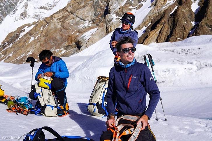 Carla Perez (középen) és Adrian Ballinger (jobbra) a Himaláján