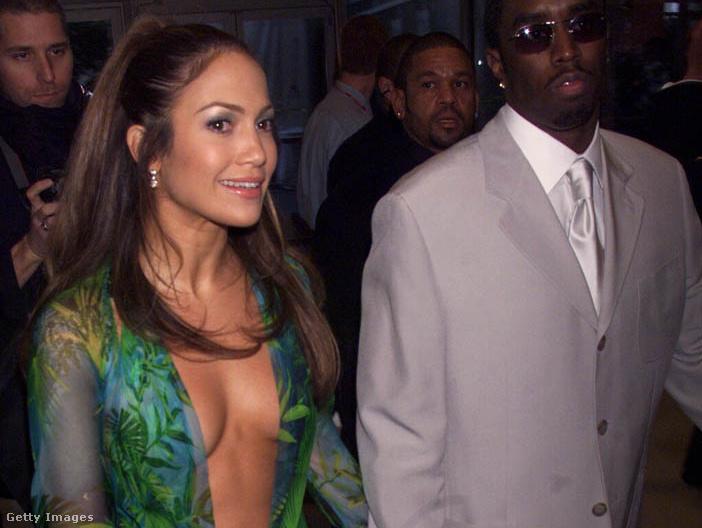 3. A Versace-ruha 2000-ben