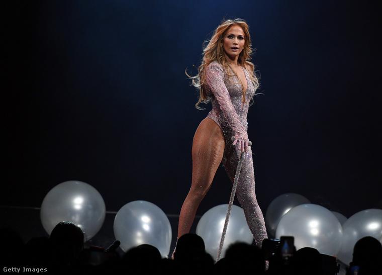 5. Jennifer Lopez, a Las Vegas-i showgirl