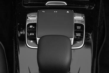 A tapipad elég nagy és megfelelő érzékenységű, mellette a vezetési stílus kiválasztó kapcsolója (balra fent), jobbra a hangerő