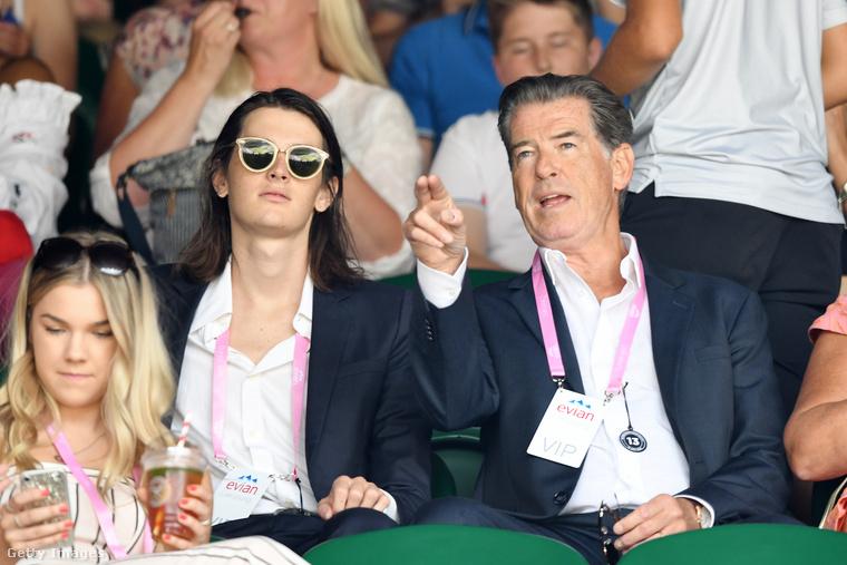 Sőt, még egy Wimbledoni teniszmeccset is együtt izgultak végig