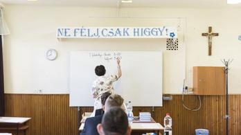 Ezért van tanárhiány: a versenyszférában 47 százalékkal nőtt a fizetés, a pedagógusoknál 11 százalékkal