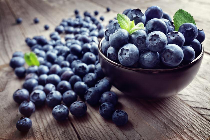 Az áfonya glikémiás indexe 25-ös, így bátran fogyasztható cukorbetegek számára is. A gyümölcs A-, C- és K-vitaminban gazdag, a nyári szezonban érdemes bespájzolni belőle.