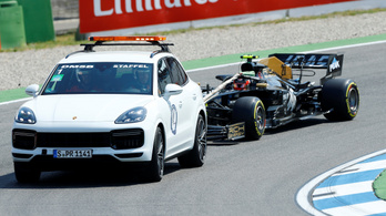 Vettel és a Ferrari élen a Mercedes-GP-n