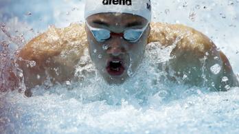Phelps újabb világrekordja dőlt meg, Milák éremközelben