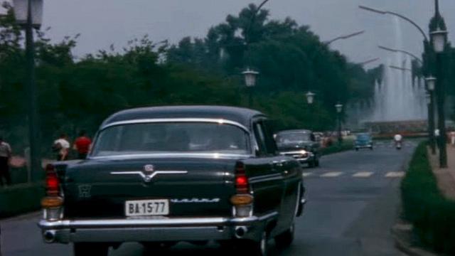 Amikor az amerikai elnök végighajtott a Váci utcán...