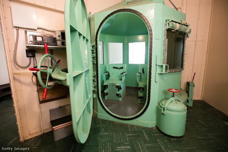 Az amerikai kivégzésekhez használt helyiségek egyike a San Quentinben található halálsoron.