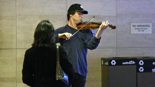 Egy washingtoni metró aluljáróban játszott a Grammy-díjas hegedűművész