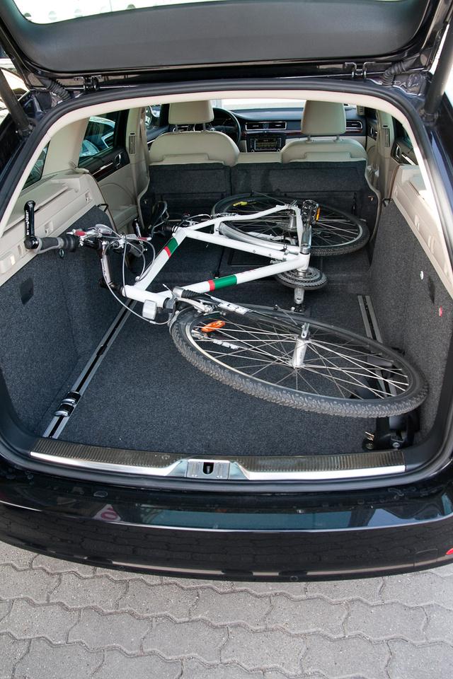Egy középkategóriás kombiban lazán elfér egy-két bicaj