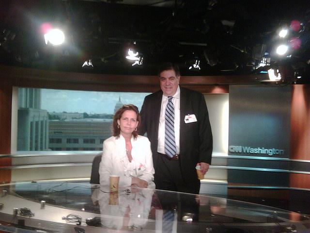 A RaksyBaerlein lobbicég alapítója, Larry Rasky a CNN stúdiójában