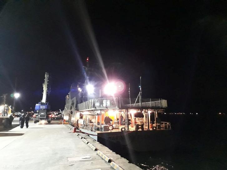 A chilei haditengerészet egyik kárelhárító hajója