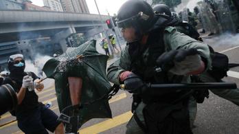 Erőszakkal végződött az erőszak elleni tüntetés Hongkongban