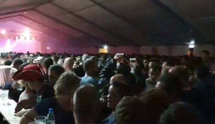 Sokan voltak a sátorban