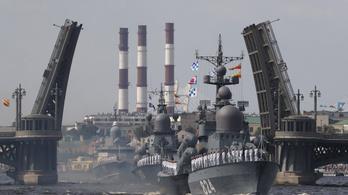 Látványos katonai parádét tartottak az oroszok Szentpéterváron