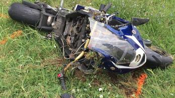 Az autókat egy keréken előző motoros halt meg Zombán