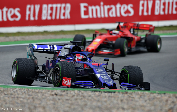 Daniil Kvyat (Scuderia Toro Rosso STR14 Honda) és Sebastian Vettel (Scuderia Ferrari SF90)