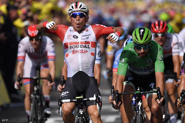 Caleb Ewan ünnepli győzelmét a Tour de France 21. szakaszán