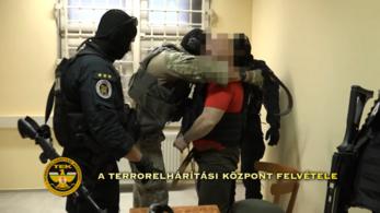 Kommandósok vitték a Pólus Center mögé a rettegett bérgyilkost