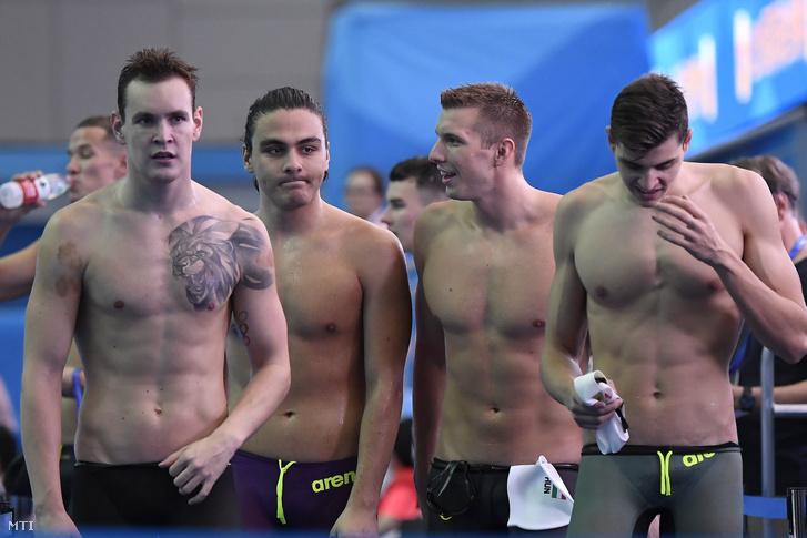 Bernek Péter, Kalmár Ákos, Kozma Dominik és Németh Nándor (b-j) a férfi 4x200 méteres gyorsúszás előfutama után a 18. vizes világbajnokságon a dél-koreai Kvangdzsuban 2019. július 26-án. A csapat nem jutott be a döntőbe.