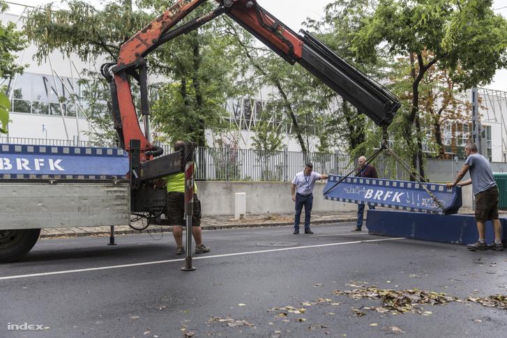 BRFK-s betontömbök a Ludovika kampusznál 2019. július 29-én