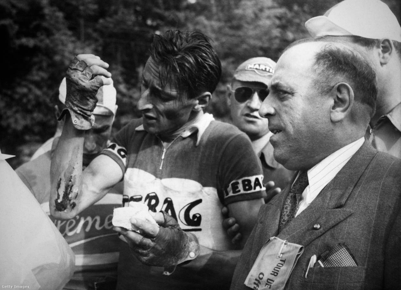 Az 1950-es Tour elég balhésra sikerült, a 11. szakaszon az olaszok sztárja, Gino Bartali összeverekedett a nézőkkel, és ki is szállt a versenyből. Ezzel lavinát indított el, vele együttérezve az összes olasz csapat visszalépett a Tourtól. A sárga trikót így Ferdi Kübler megörökölte Florenzo Magnitól. A svájci aztán sikeresen megvédte a hátralévő 11 szakaszon, kilenc és fél perccel nyert Stan Ockers előtt. A bajnok a képen a negyedik szakaszon szerzett sérülését kezeli.