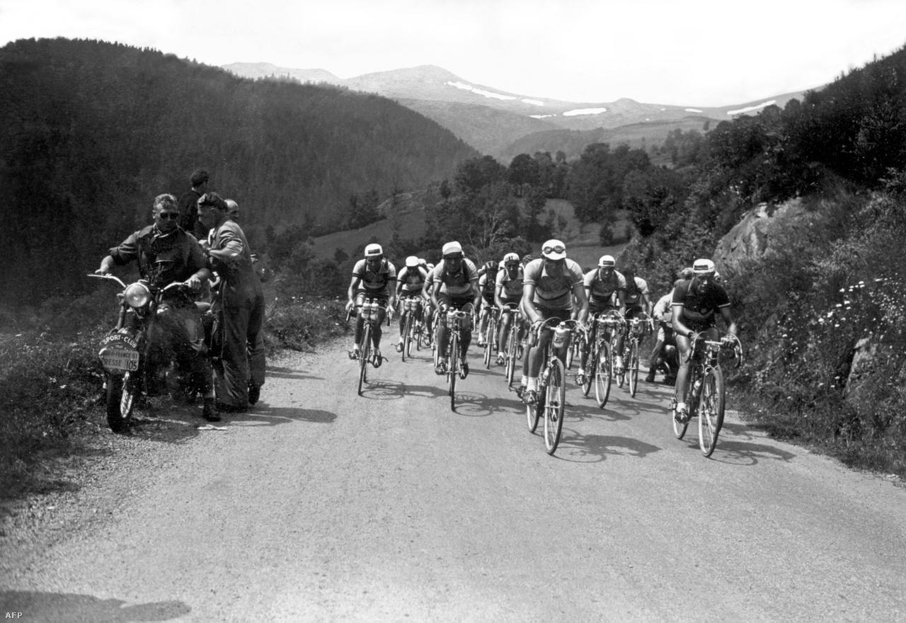 A Tour de France-on július 14-e, a franciák nemzeti ünnepe mindig különleges. A hazai bringások ekkor próbálnak valami nagyot alkotni, kiváltság ezen a napon nyerni. Az 1951-es versenyen egy hosszú, 216 kilométeres hegyi szakaszt rendeztek július 14-én. A Clermont Ferrand és Brive la Gaillarde közötti etapot végül egy spanyol, Bernardo Luiz nyerte. Érdekesség, hogy másnap ugyanott volt a befutó. Azt az etapot, Hugo Koblet egy 135 kilométeres szökéssel húzta be, lerázva magáról egy sor jó nevű bringást. Sokan ezt a támadást tartják a verseny történetének egyik legnagyszerűbbjének.