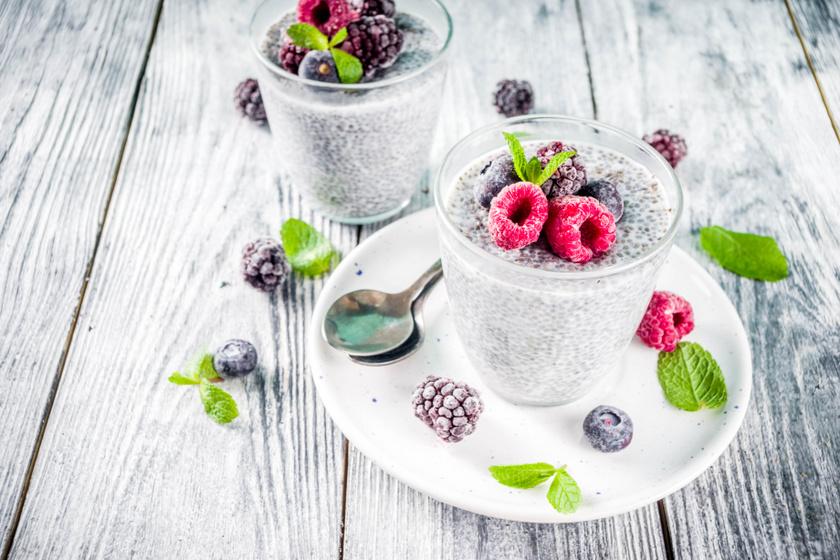 Krémes chiapuding bogyós gyümölcöskkel: egészséges, diétás szupernasi
